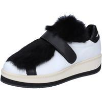 Scarpe Donna Sneakers basse Manuel Barcelo sneakers pelle pelliccia bianco