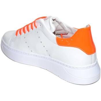 Scarpe Uomo Sneakers basse Malu Shoes Sneakers bassa uomo bianca in vera pelle riporto arancio fluo e BIANCO