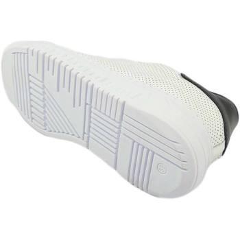Scarpe Uomo Sneakers basse Malu Shoes Sneakers bassa uomo bianca in vera pelle microforata e riporto BIANCO