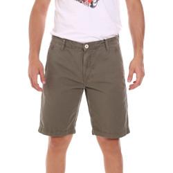 Abbigliamento Uomo Shorts / Bermuda Gaudi 111GU25043WH Verde